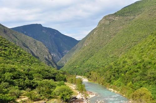 Ayutla_River_Sierra_Gorda