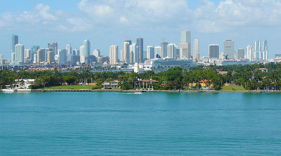 Miami skyline Averette Wikimedia Commons